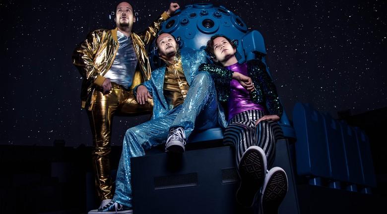 theater im planetarium freuynde gaesdte zeigen fraulein becker